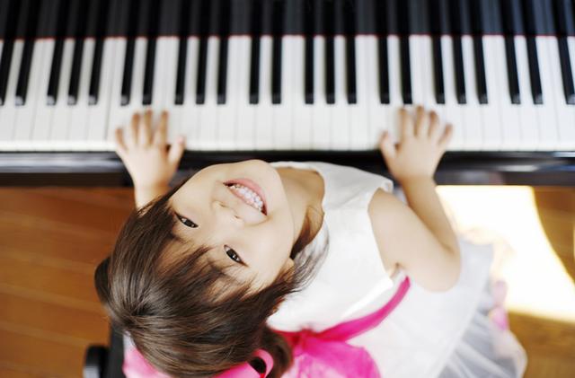 ピアノ女の子